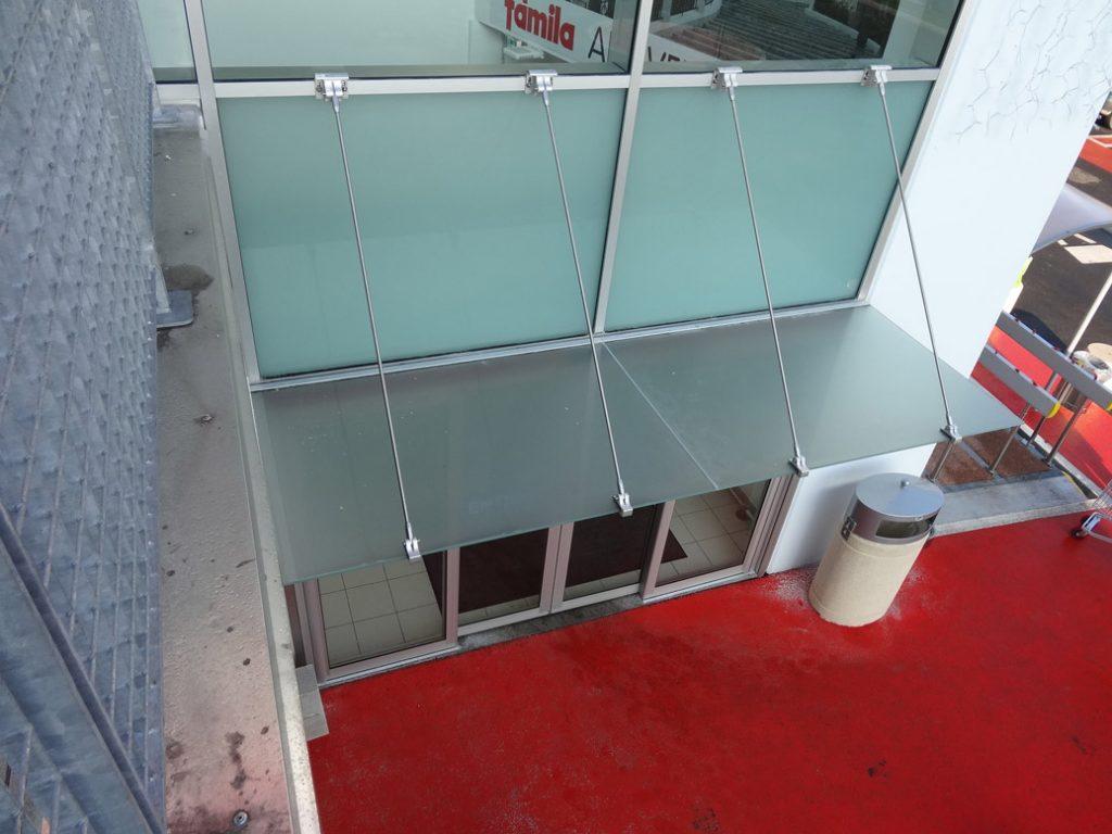 centro commerciale pensilina a vetro sea infissi