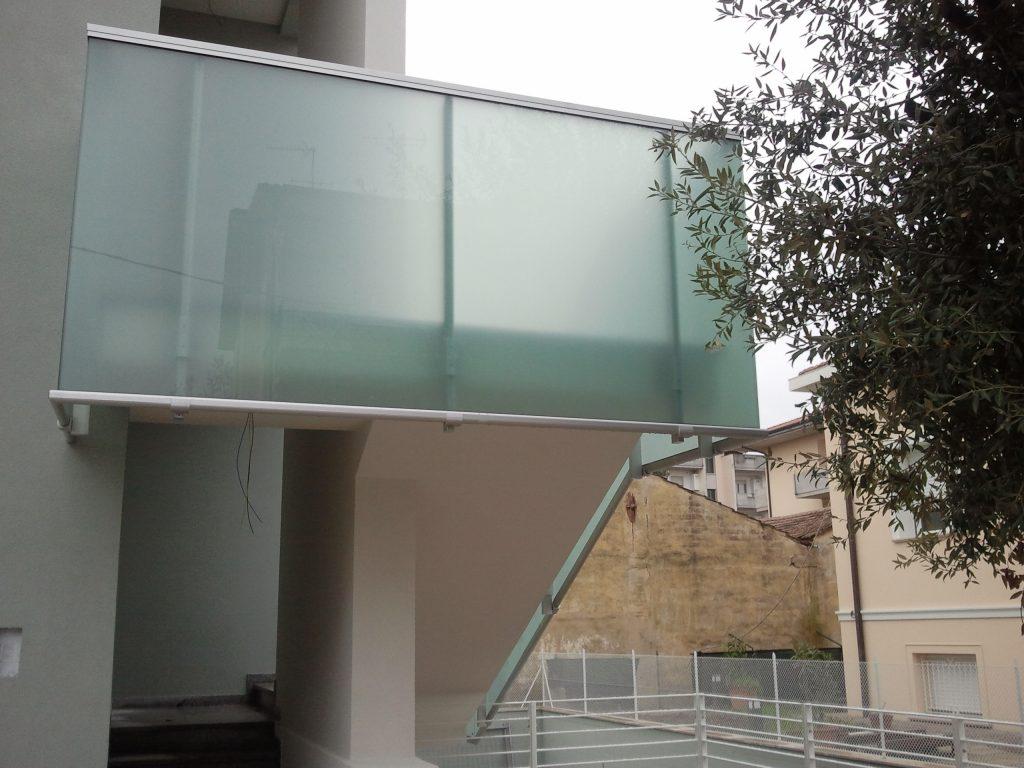 delta costruzione via roma balaustre in vetro sea infissi