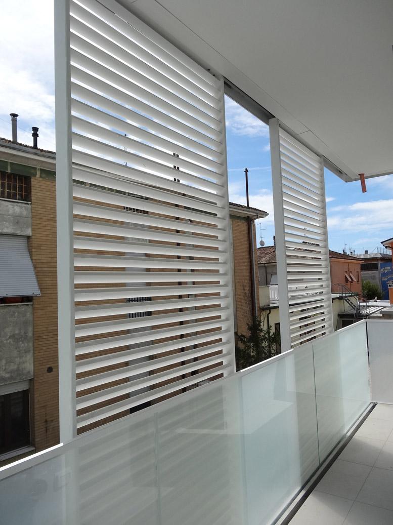 balaustre in vetro palazzina residenziale sea infissi